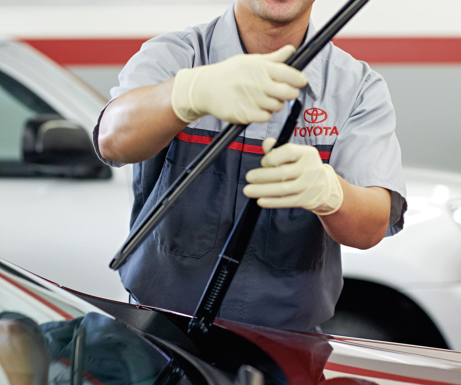 How to prepare your Toyota for the winter season | technician Changing car wiper