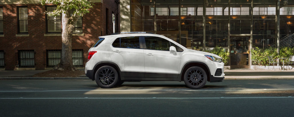 2021 chevy trax white exterior side view parked outside