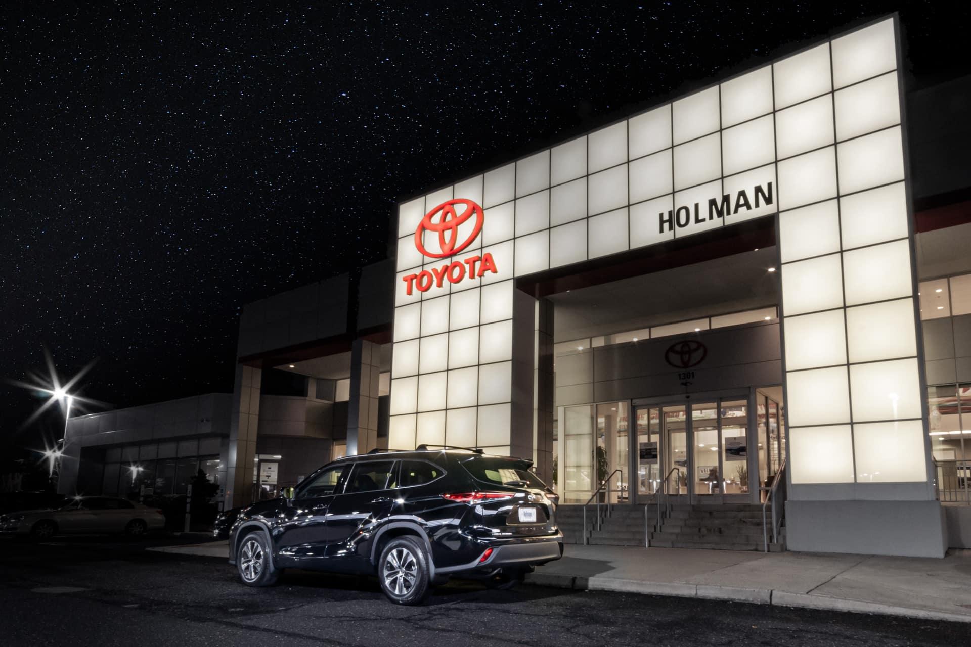 2020 Toyota Highlander outside of Holman Toyota dealership