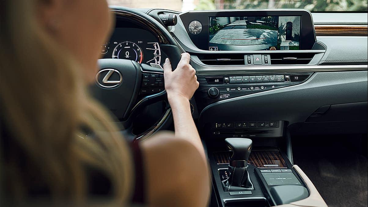 2020 Lexus ES backup camera feature
