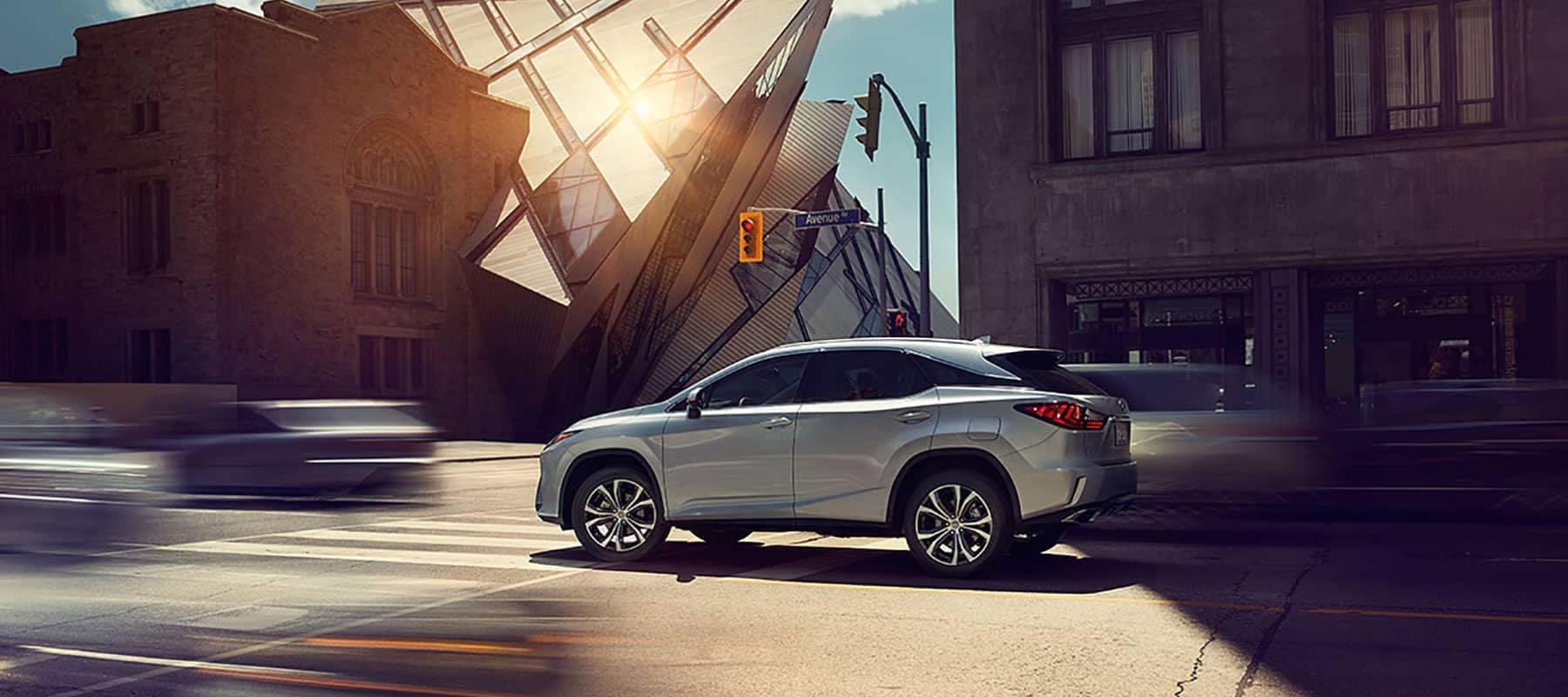 Lexus-RX-350-silver-lining-metallic-gallery-overlay-1204x677-LEXRXGMY160041