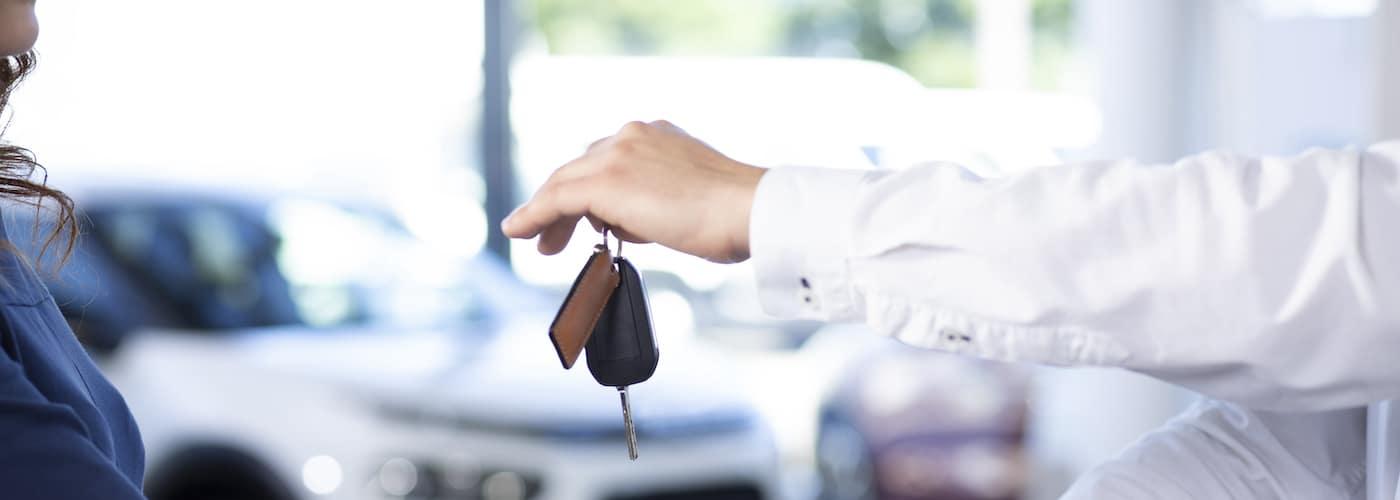 dealer handing over car keys