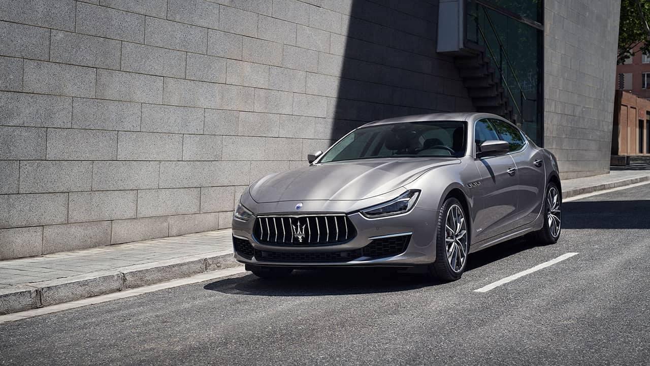 2019-Maserati-Ghibli-on-the-street
