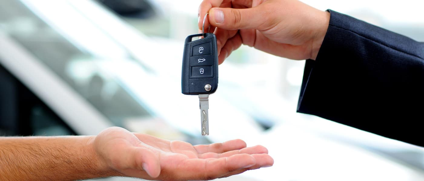 dealer handing over car keys