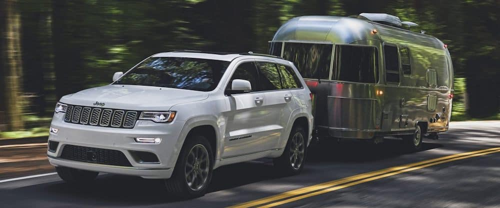 2020 jeep grand cherokee white exterior towing silver trailer