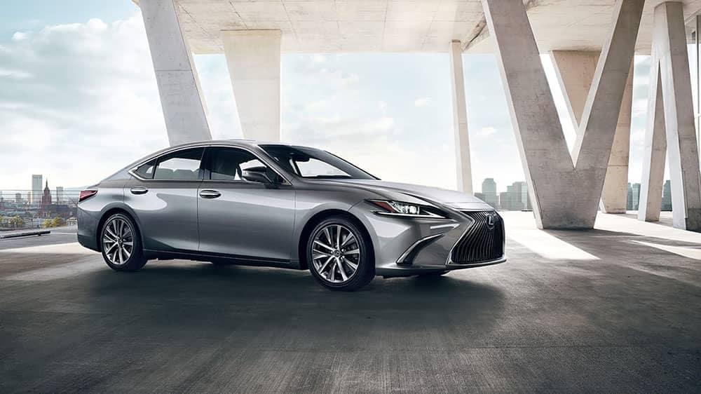 2019-Lexus-ES-columns