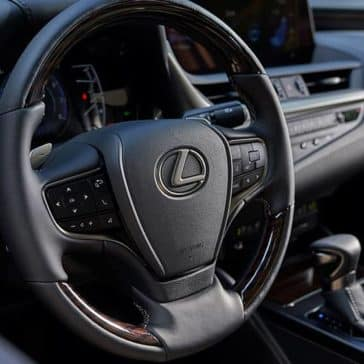 2019-Lexus-ES-steering-wheel
