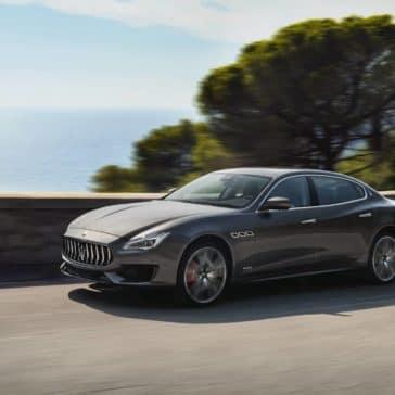 2019 Maserati Quattroporte rounding curve