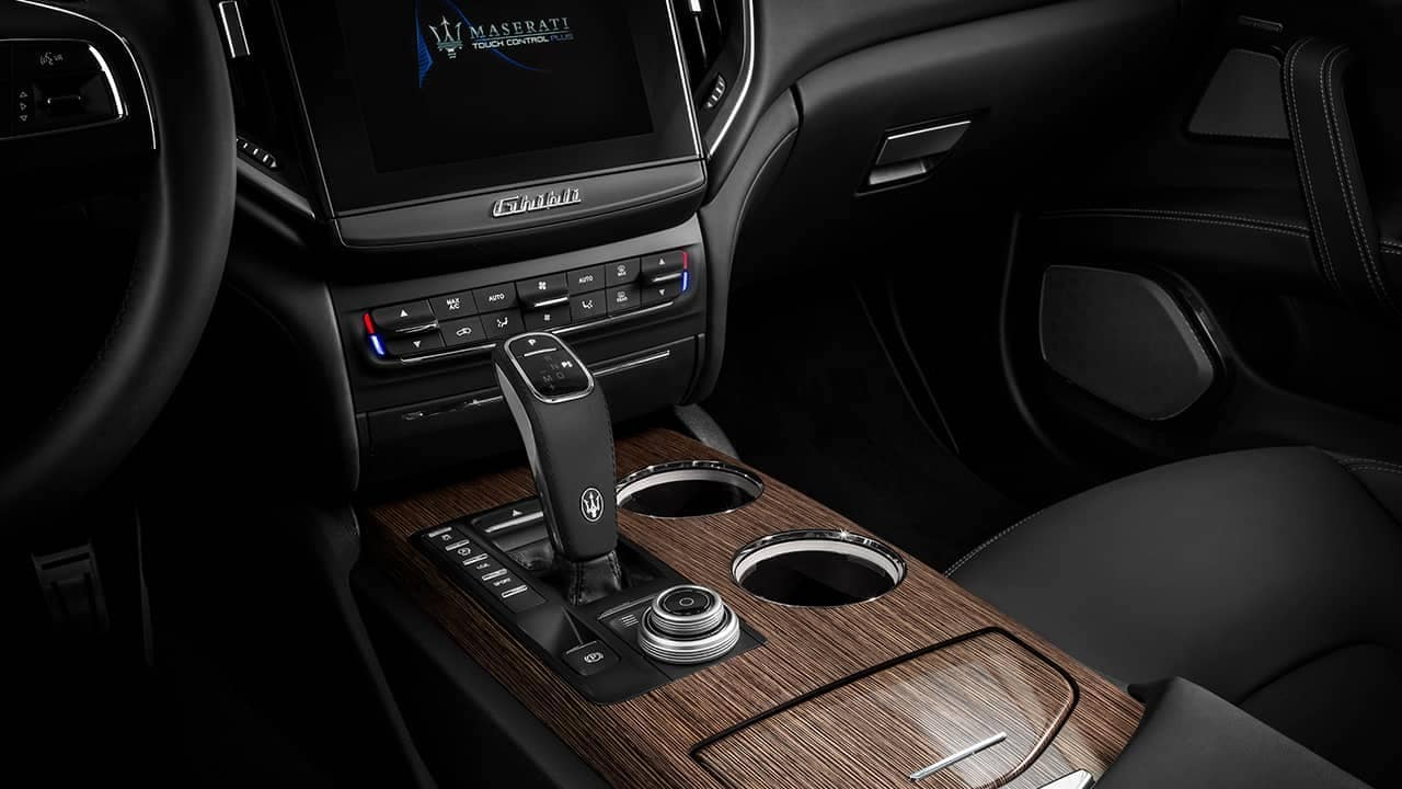 2019-Maserati-Ghibli-controls