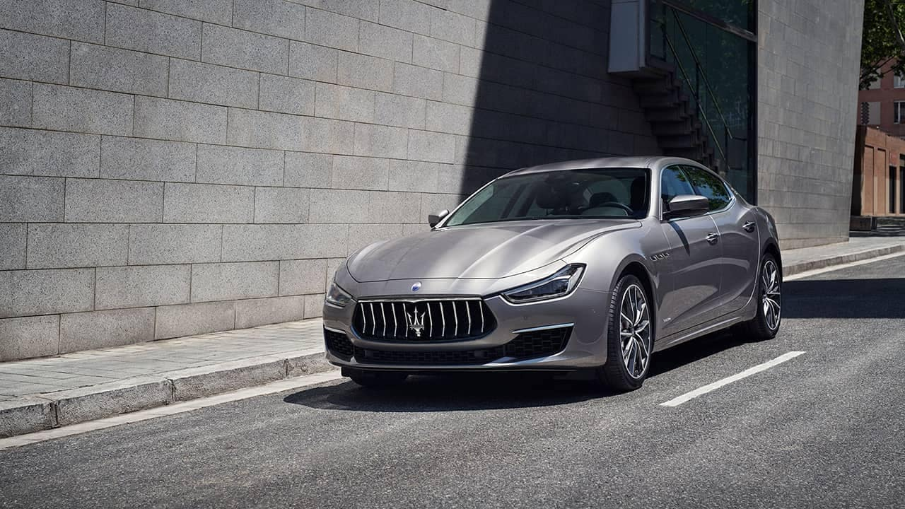 2019-Maserati-Ghibli-on-the-street