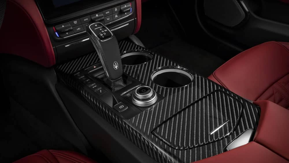 2019 Maserati Quattroporte interior features